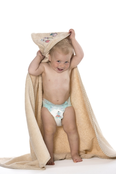 Kuscheliges Kapuzenhandtuch für Babys und Kleinkinder aus 100% Baumwolle, Größe ca. 100x100 cm, verfügbar in 4 verschiedenen Farben (apfelgrün, hellblau, rosa und karamel)