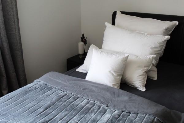 Hotelwaesche-Kopfkissen-Kissen-Nachenkissen-Nackenrolle
