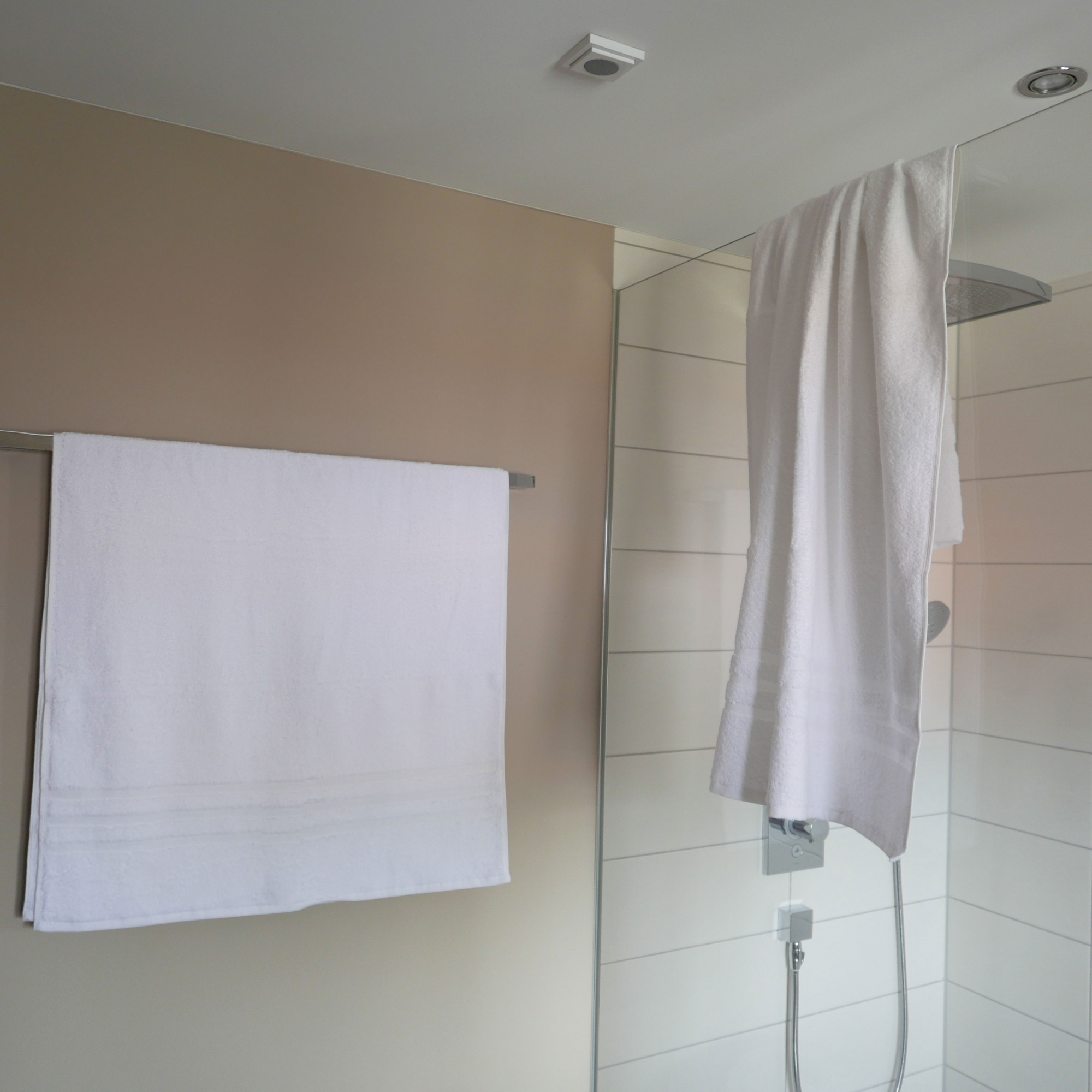 Duschtücher (2er-Set), aus 100 % Baumwolle, 70x140 cm, weiß